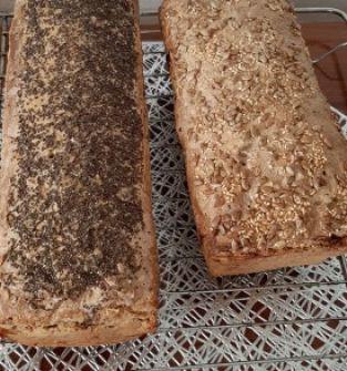 Chleb na zakwasie z dużą ilością nasion