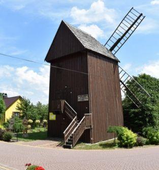 Zabytkowy wiatrak, eksponaty w Turośli