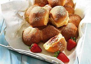 Bułeczki drożdżowe z truskawką
