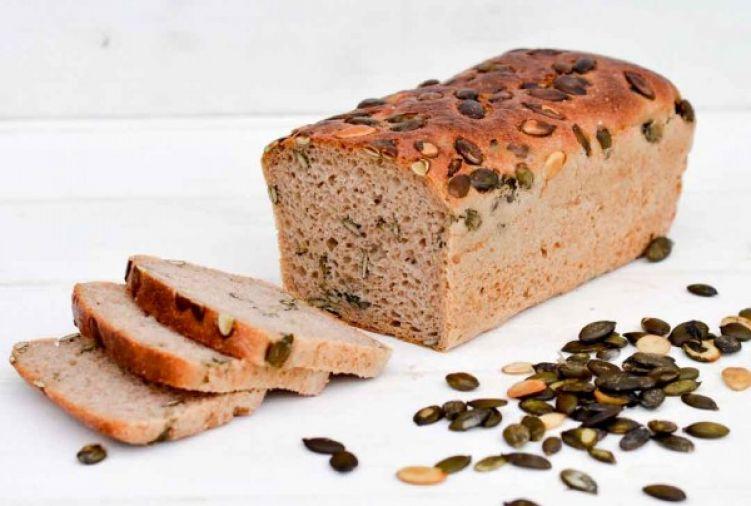 Chleb żytni na naturalnym zakwasie z pestkami dyni